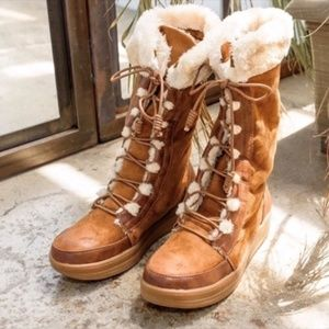 Cozy Lace Up Fur Lined Ski Boots